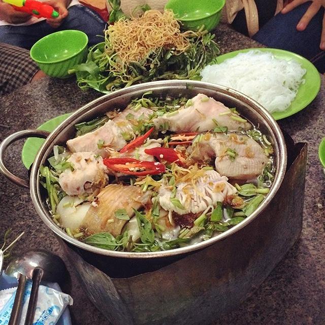 Lẩu Cá Đuối Út Mười là địa điểm ăn uống ở Vũng Tàu ngon nức tiếng