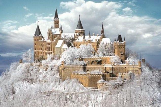 Lâu đài Hohenzollern mê hoặc trong tuyết trắng