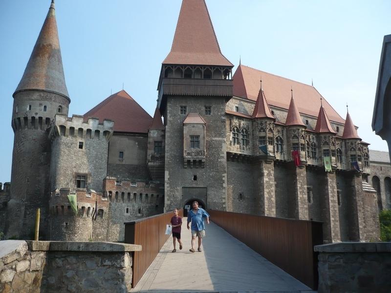 Lâu đài Hunyad - Lâu đài ma cà rồng