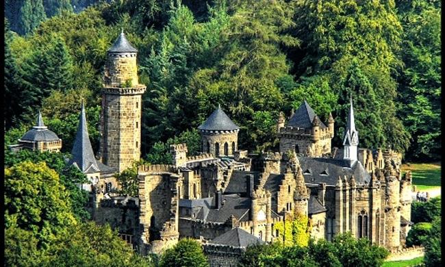 Lâu đài Lowenburg - Disneyland của thế kỷ 18