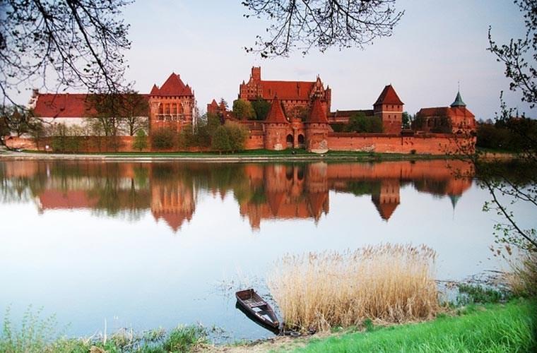 Lâu đài Malbork nổi bật với màu gạch đỏ