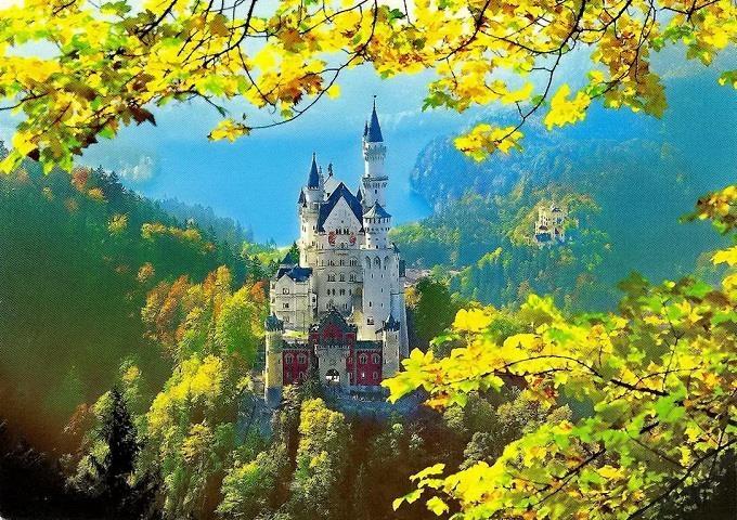 Neuschwanstein trong sắc vàng mùa thu