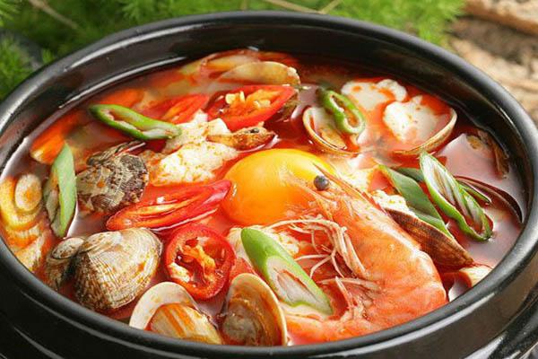 Lẩu hải sản chua cay