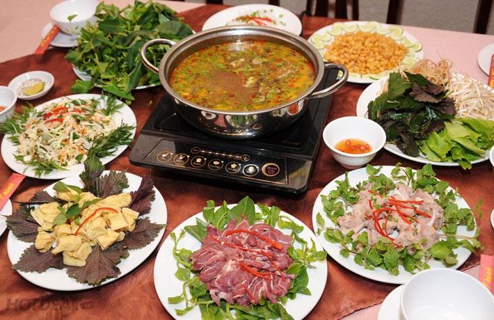 Ngoài lẩu, menu đồ ăn kèm của Lẩu Phố cùng rất đa dạng