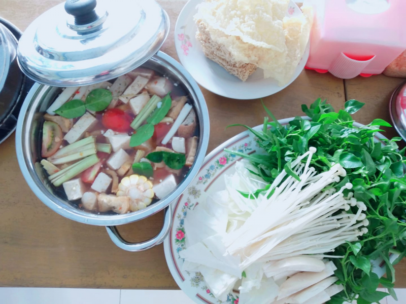 Lẩu và Ăn vặt chay Thổ Nhi