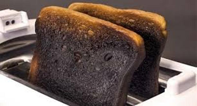 Lấy cao răng tại nhà với bánh mì cháy