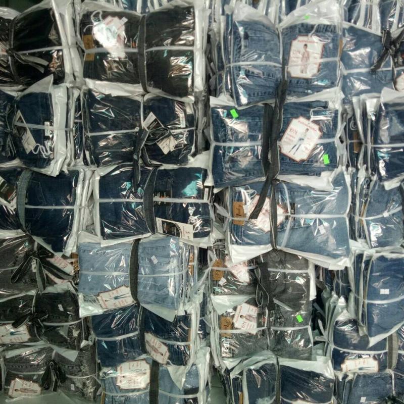 Ngoài những xưởng sỉ quần áo trên, các bạn cũng có thể qua các chợ đầu mối tại Hồ Chí Minh để lấy sỉ quần jean
