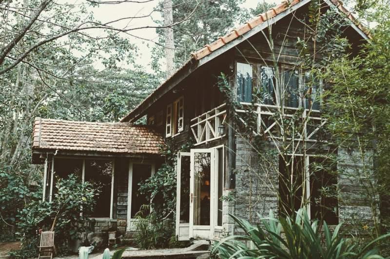 Le Bleu đem đến cho bạn một góc sống khác biệt, với một khu vườn nhỏ xinh xắn, những góc nhà gỗ mộc mạc, đôi khi là cả sự tinh tế từ sự đơn giản của lối bày trí,…