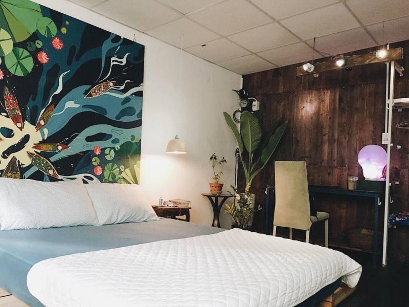 Chọn Le Bleu Indie Apartment để ở trong những ngày ở Hà Nội, bạn sẽ có cơ hội thức dậy trong khung cảnh bình minh thanh bình hiếm có choáng ngợp trong tầm mắt.