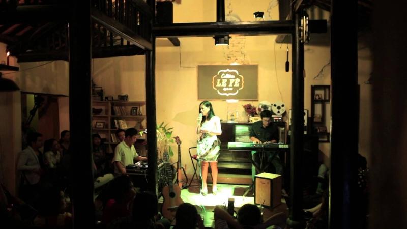 Du khách có thể thưởng thức nhạc sống khi ghé thăm LE Fê Cafétéria
