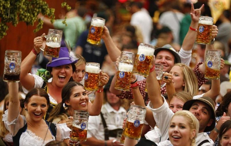 Top 9 lễ hội bia đặc sắc và độc đáo nhất thế giới