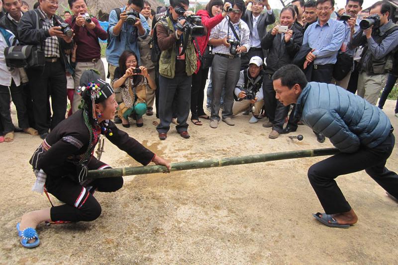 Đây là một lễ hội truyền thống đặc sắc của người dân vùng cao, rất nhiều du khách mong muốn được chứng kiến một lần trong tiết đầu xuân.