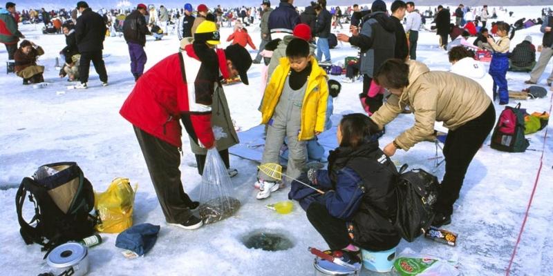 Lễ hội câu cá trên băng ở Inje là một trong những lễ hội mùa đông nổi tiếng nhất của Hàn Quốc