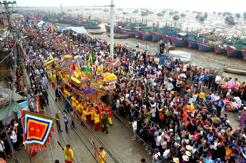 Lễ hội diễn ra vào ngày 12 tháng giêng âm lịch, nhằm tưởng nhớ vị thành hoàng của làng là Trương Quý Công - người gốc Thanh Hóa.