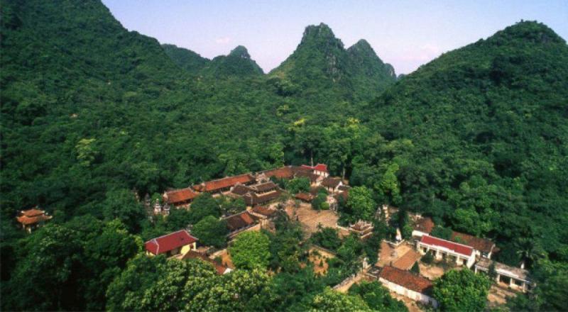 Trong khu thắng cảnh Hương Sơn, được xem hành trình về một miền đất Phật - nơi Quan Thế Âm Bồ Tát ứng hiện tu hành.