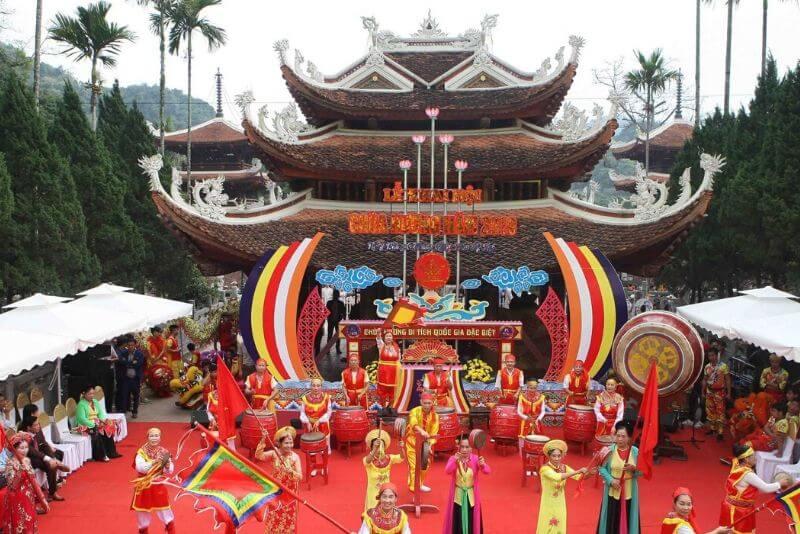 Lễ hội chùa Hương - Hà Nội