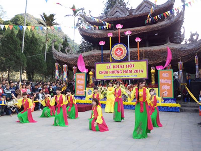 Lễ hội chùa Hương hay trẩy hội chùa Hương