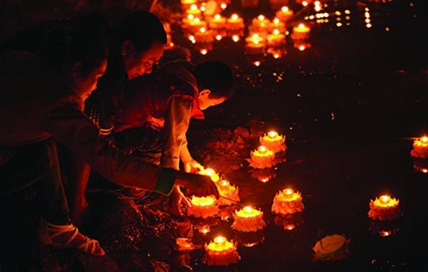 Lễ hội cúng trăng Ok Om Bok