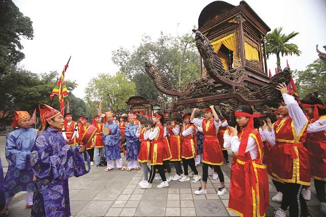 Người Việt Nam xem Hai Bà là anh hùng của dân tộc nên đã lập đền thờ ở nhiều nơi.