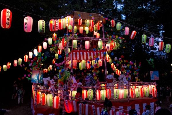 Những lồng đèn đầy màu sắc trong lễ hội