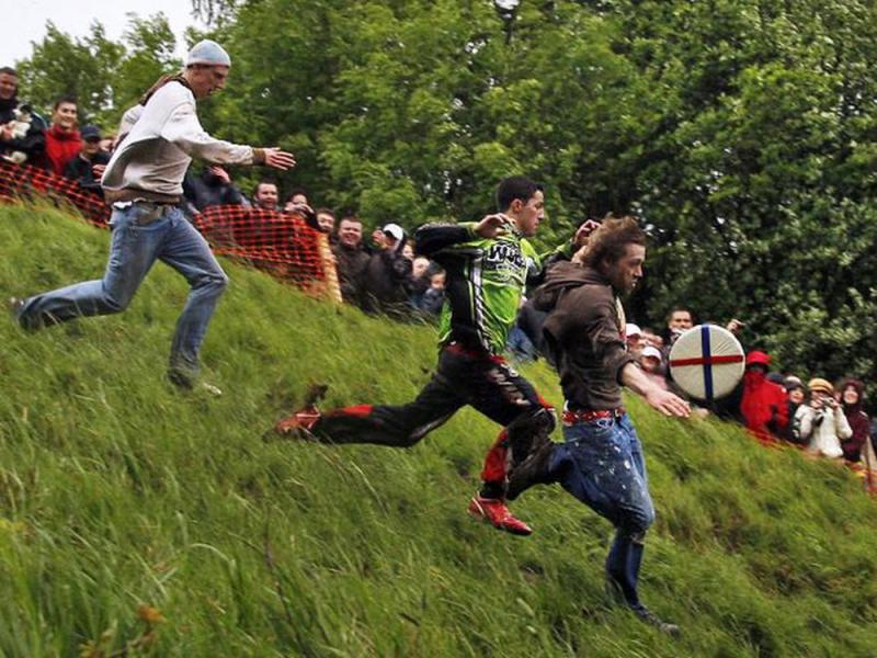 Lễ hội lăn theo pho mát ở Anh