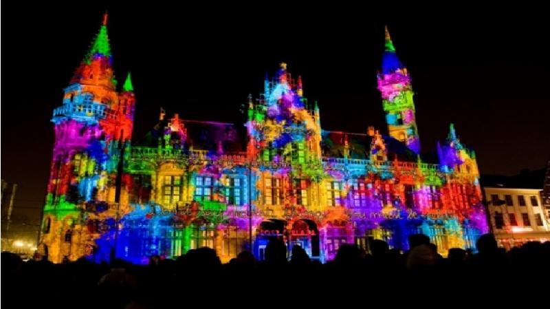 Hình ảnh nhà thờ ở Bỉ trong lễ hội