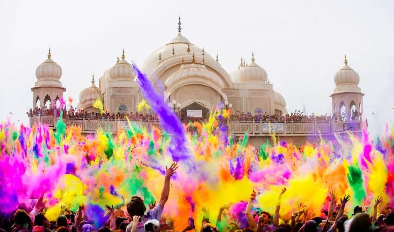 Lễ hội màu sắc Holi là một lễ hội màu sắc truyền thống quan trọng của đất nước Ấn Độ