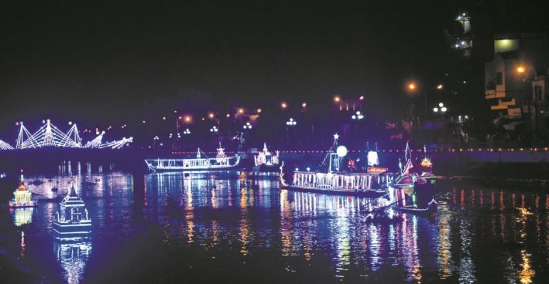 Hình ảnh đèn nước trôi theo dòng sông đẹp lung linh huyền ảo
