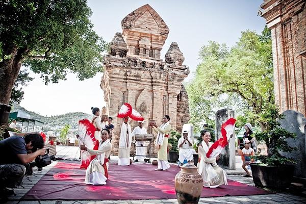 Lễ hội Tháp Bà Ponagar còn gọi là Lễ hội Thiên Y A Na Thánh Mẫu hay Lễ vía Bà tại Khánh Hòa