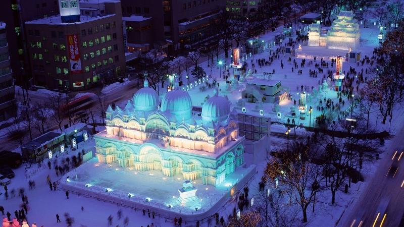 Lễ hội tuyết Sapporo là nơi trưng bày những kiệt tác nghệ thuật bằng băng tuyết