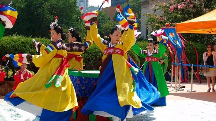 Lễ hội không chỉ sôi động, náo nhiệt và háo hức, giàu truyền thống văn hóa