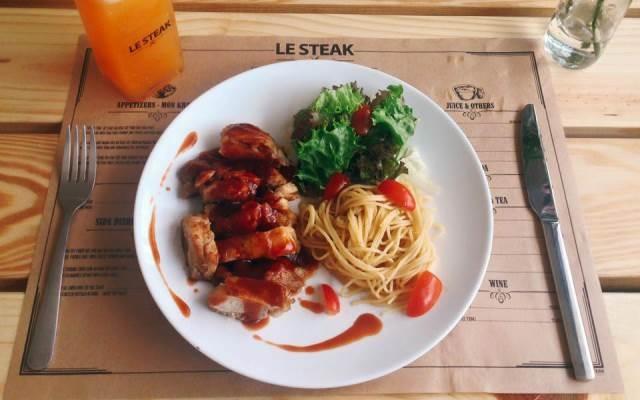 Món ăn ở nhà hàng Le Steak