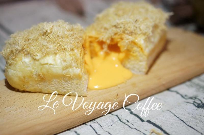 Le Voyage coffee nổi tiếng bởi nhiều món bánh ngon