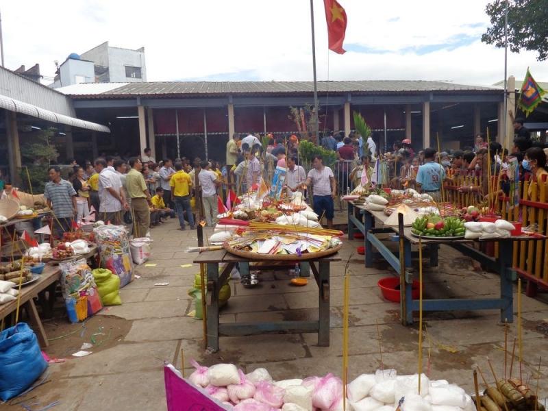 Lễ Vu lan thắng hội hay còn được nhiều người biết đến với tên gọi khác là lễ hội chùa ông Bổn
