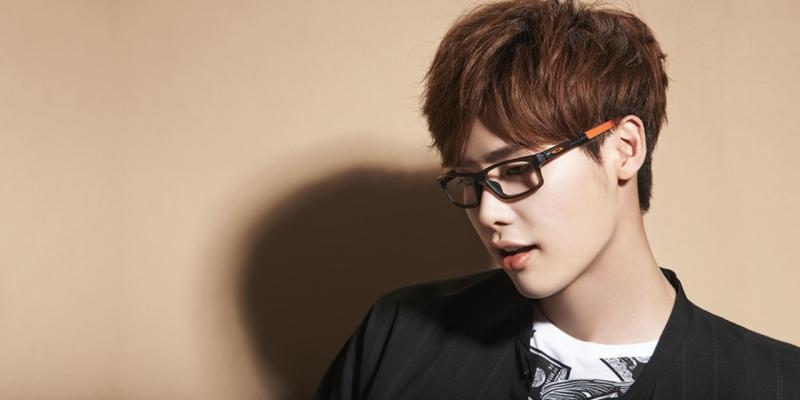 Lee Jong Suk đã bộ lộ rõ sự láu lỉnh , hài hước của mình