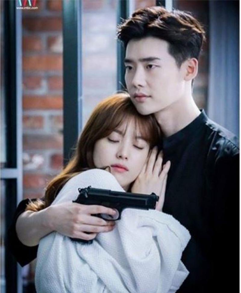Lee Jong Suk và bạn diễn trong dự án phim W (Nguồn: Sưu tầm)