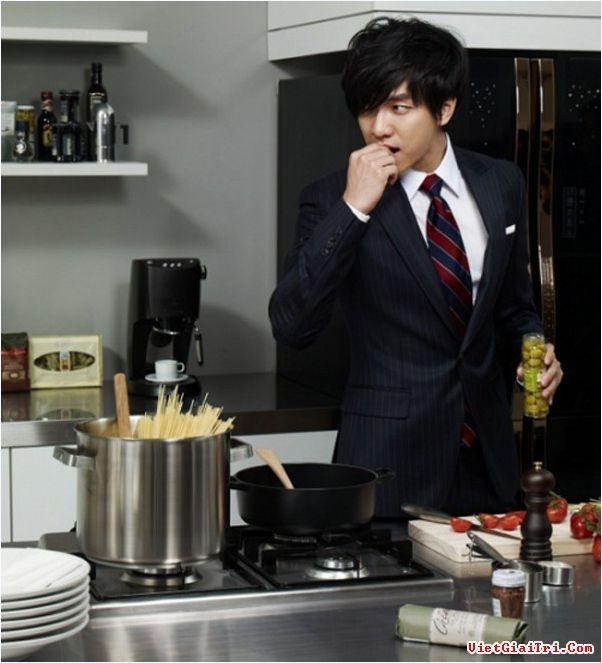 Lee Seung Gi trong phòng bếp