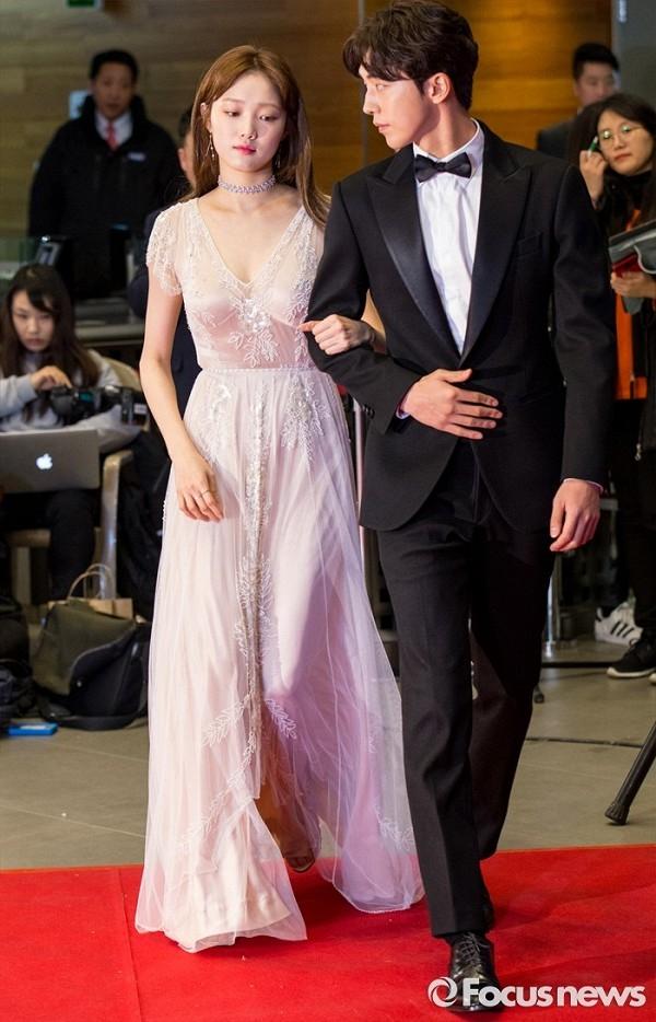 Cặp chị em nhà YG trên thảm đỏ MBC Drama Award lần thứ 35 vừa qua (Nguồn: Sưu tầm)