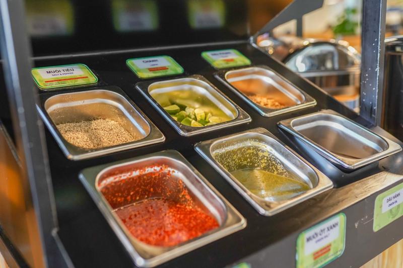 Nhà hàng còn có nước lẩu CHAY được hầm từ các loại rau củ, thanh đạm dành cho người ăn chay.