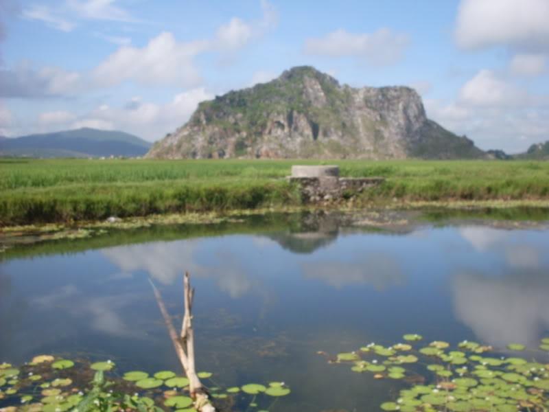 Lèn Hai Vai nhìn từ đằng xa, tỉnh Nghệ An