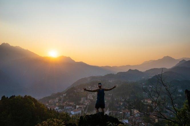 Ngắm toàn cảnh Sapa trong ánh hoàng hôn từ đỉnh Hàm Rồng