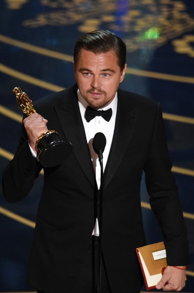 Leonardo DiCaprio nhận Oscar