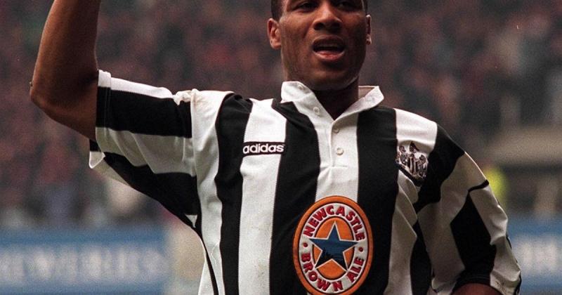 Les Ferdinand thi đấu ấn tượng dưới màu áo Newcastle