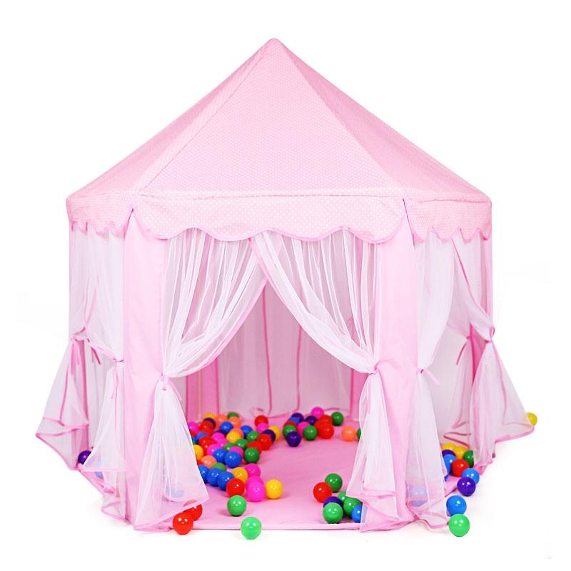Một mẫu lều lâu đài với thiết kế lộng lẫy, bắt mắt