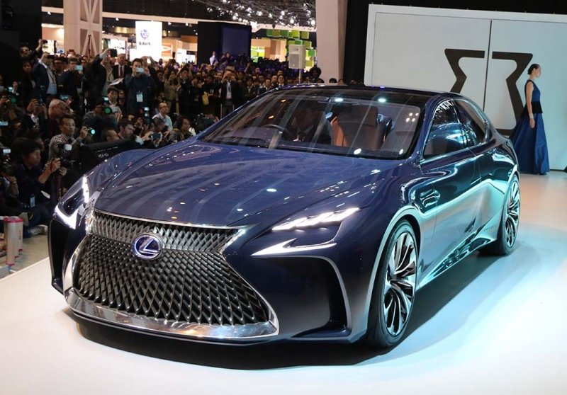Lexus LS 500 có ngoại hình cực kỳ ấn tượng