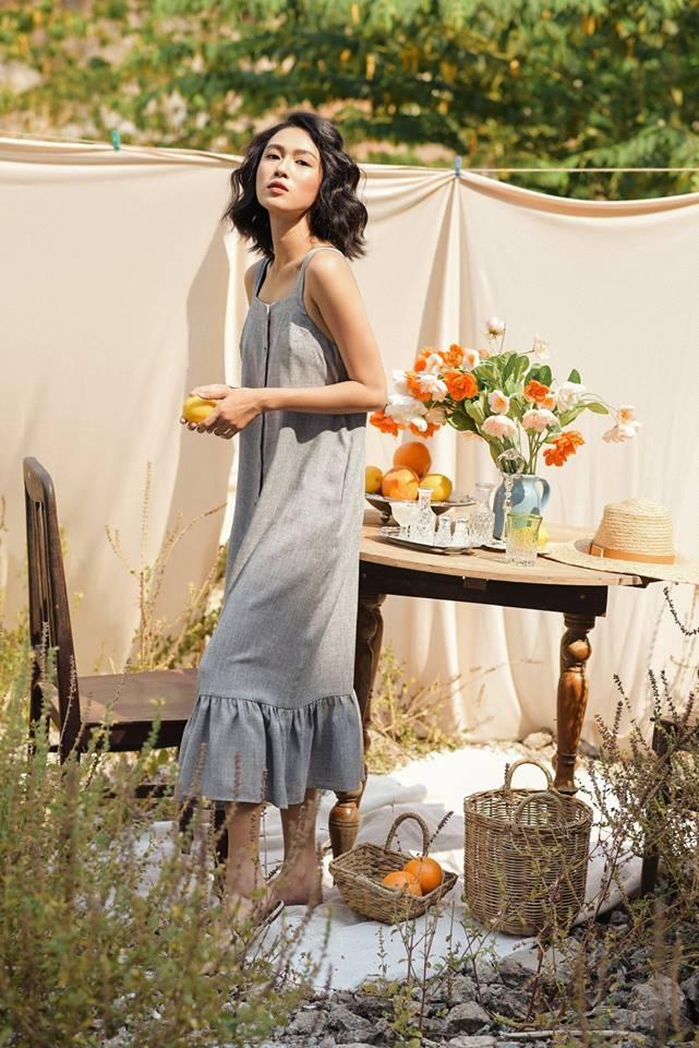 Trang phục của shop được thiết kế tương đối đơn giản nhưng lại có các đường cắt may mềm mại, màu sắc trẻ trung.