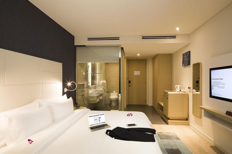 Phòng ngủ được bày trí sang trọng, hiện đại