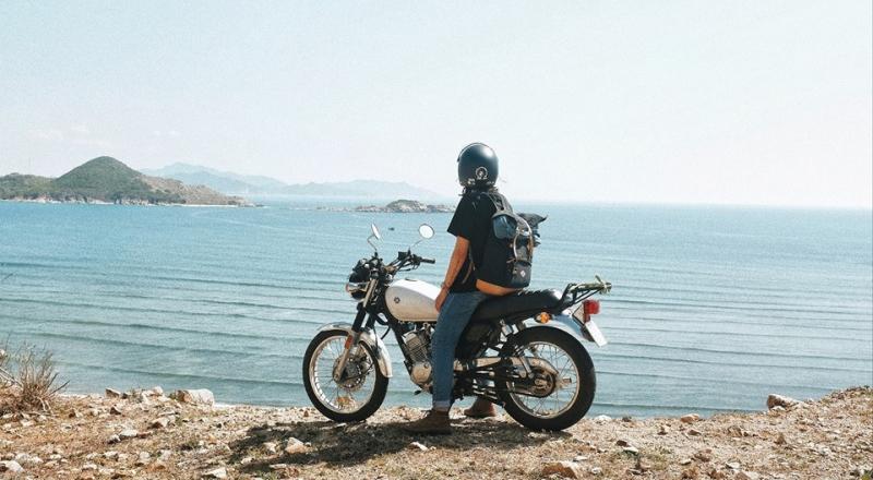Bạn có thể thuê xe máy của người dân trên đảo để di chuyển