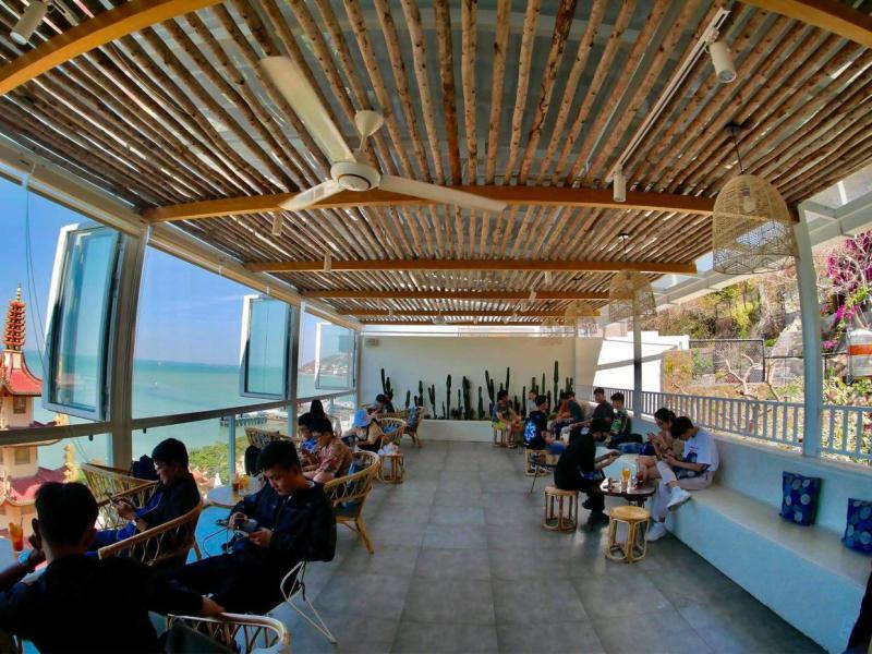 Lightroom Coffee thu hot rất nhiều du khách nhất là giới trẻ