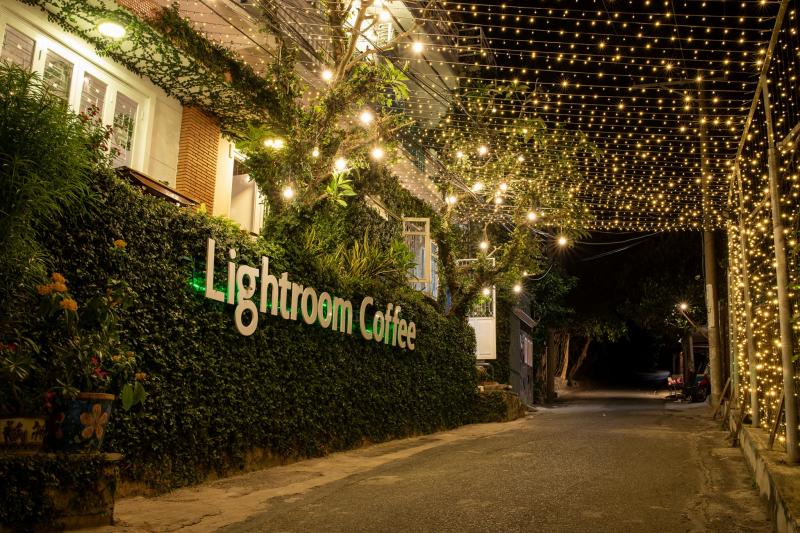 Đường vào Lightroom Coffee lãng mạn ánh đèn